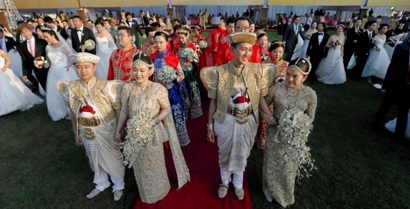 A M Chinese Wedding Held On The Lawn Of Colombo Munil Council For 50 Brides And Grooms Was Attended By Fewer People Than At